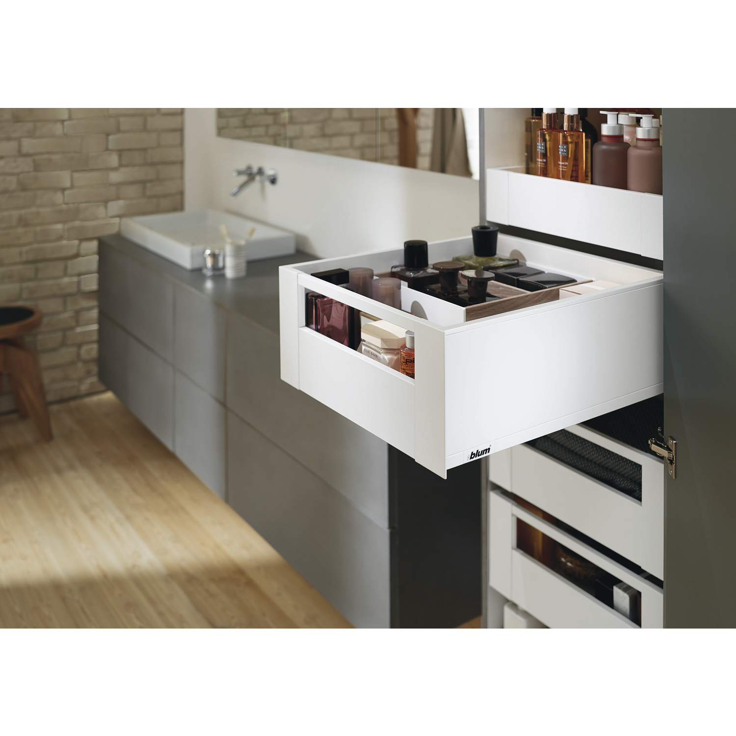 blum space tower legrabox pure mit reling nl500 kb600 seidenwei. Black Bedroom Furniture Sets. Home Design Ideas